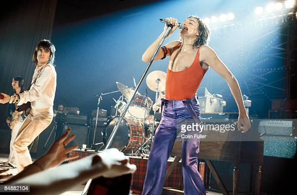Photo of Rod STEWART and Ronnie WOOD and Ron WOOD and FACES Ron Wood and Rod Stewart performing live onstage