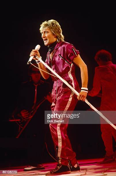 ARENA Photo of Rod STEWART Rod Stewart performing on stage full length microphone stand
