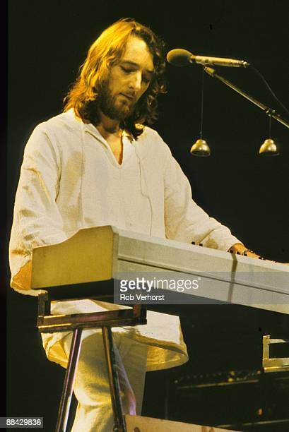 AHOY Photo of Roger HODGSON and SUPERTRAMP Roger Hodgson performing live on stage