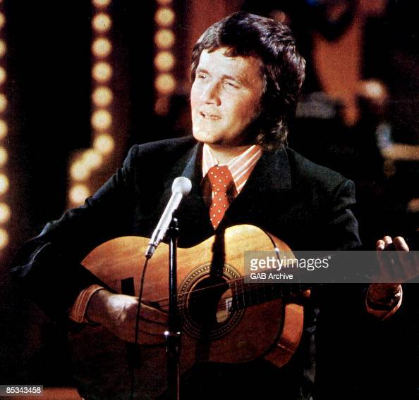 Photo of Roger MILLER performing