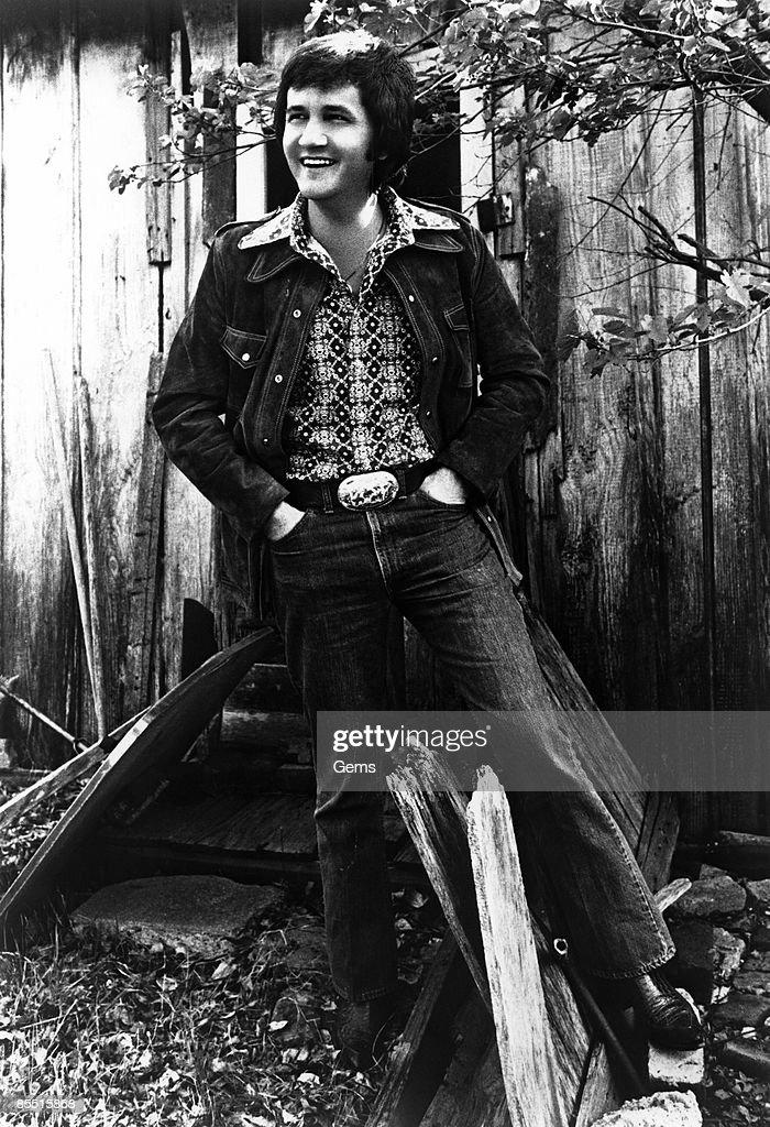 Photo of Roger MILLER Posed portrait of Roger Miller