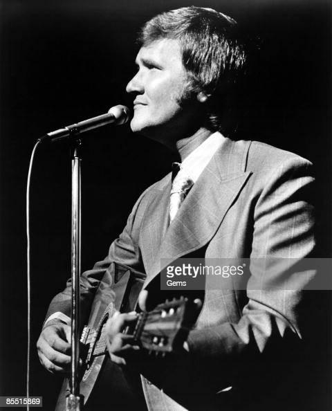 Photo of Roger MILLER Roger Miller performing on stage