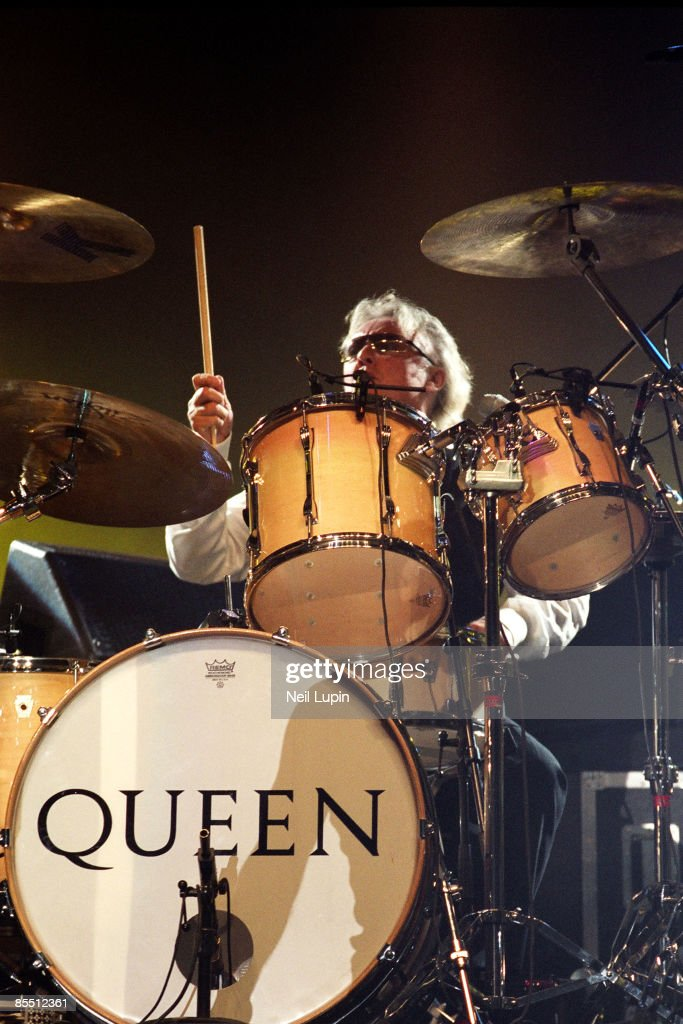 ARENA Photo of Roger TAYLOR and QUEEN, Roger Taylor performing on stage