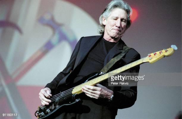 NETHERLANDS Photo of Roger WATERS Roger Waters Arrow Classic Rock Lichtenvoorde Nederland 10 juni 2006 Pop symfonisch zanger Roger Waters speelt met...