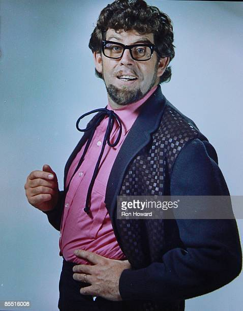 CENTRE Photo of Rolf HARRIS Posed portrait circa 1968