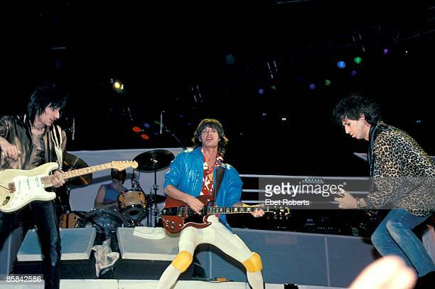 GARDEN Photo of Ron WOOD and ROLLING STONES and Mick JAGGER and Keith RICHARDS and Ronnie WOOD LR Ron Wood Mick Jagger Keith Richards performing live...