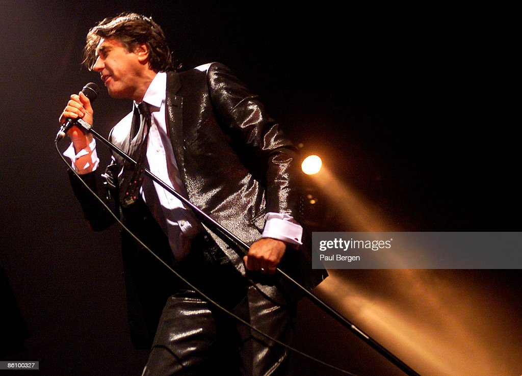 ROTTERDAM Photo of ROXY MUSIC and Bryan FERRY, Bryan Ferry performing live onstage