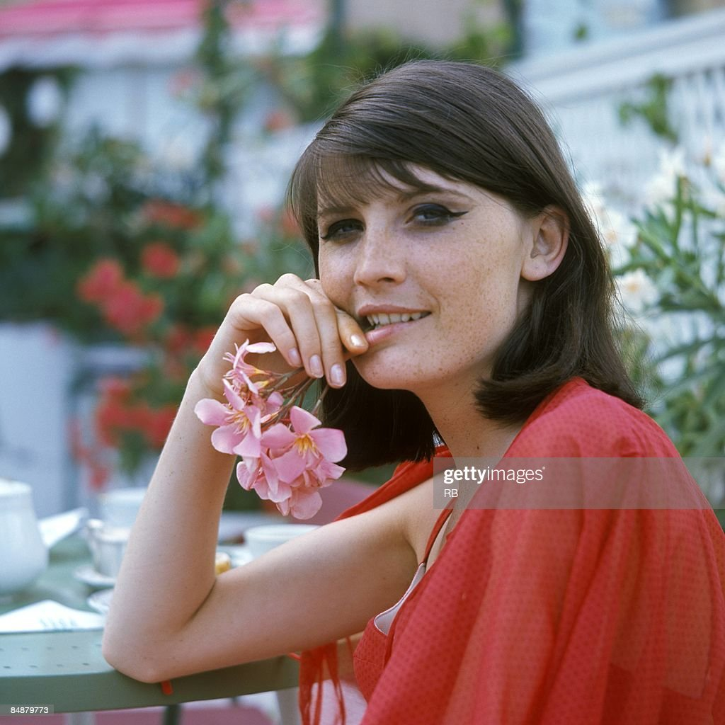 Sandie Shaw - Puppet On A String / Tell The Boys