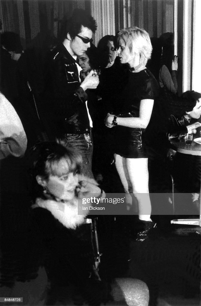 HALL Photo of SEX PISTOLS and Sid VICIOUS and Vivienne WESTWOOD and PUNKS, Sid Vicious & Vivienne Westwood in audience at Sex Pistols gig, punk