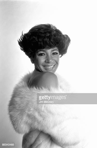 Photo of Shirley BASSEY Posed studio portrait of Shirley Bassey