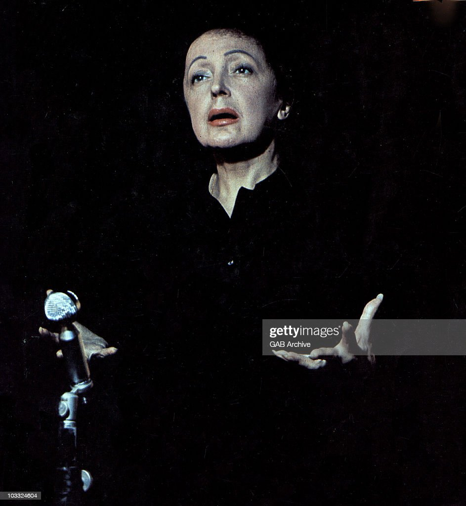 Photo of singer Edith Piaf performing