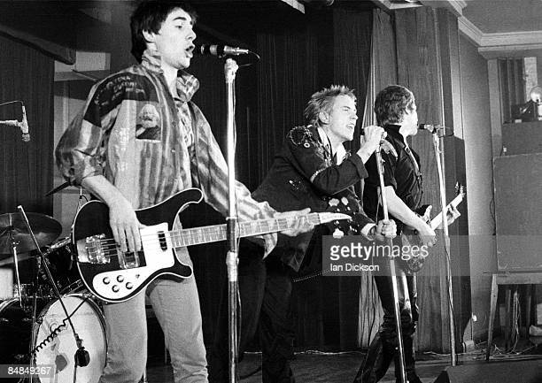 HALL Photo of Steve JONES and Glen MATLOCK and Johnny ROTTEN and SEX PISTOLS LR Glen Matlock Johnny Rotten Steve Jones performing live onstage