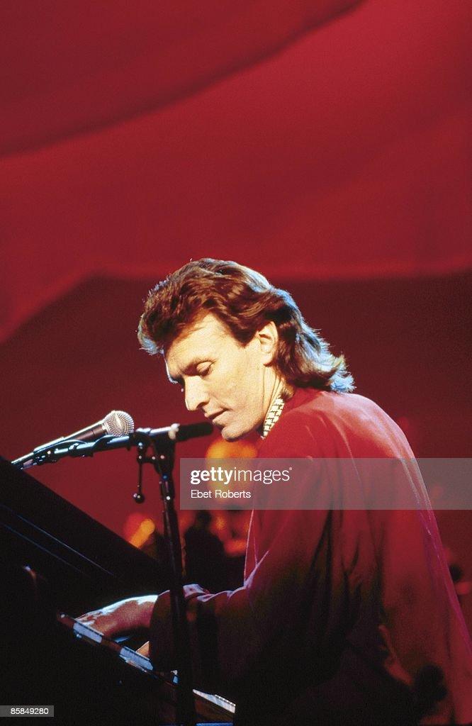 Photo of Steve WINWOOD; Steve Winwood performing live onstage