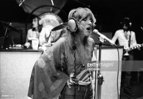 HAVEN Photo of Stevie NICKS and FLEETWOOD MAC Stevie Nicks singing in the recording studio