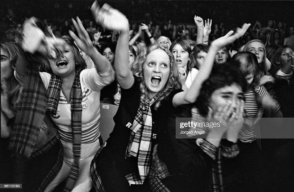 Photo of TEENAGERS and FANS and 70'S STYLE and BAY CITY ROLLERS; Bay City Rollers fans