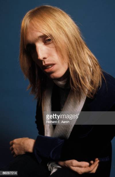 Photo of Tom PETTY Posed studio portrait of Tom Petty