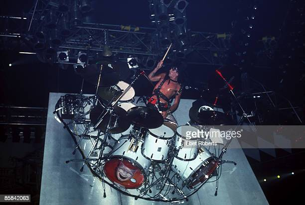 COLISEUM Photo of Tommy LEE and MOTLEY CRUE Tommy Lee performing live onstage playing revolving drum kit