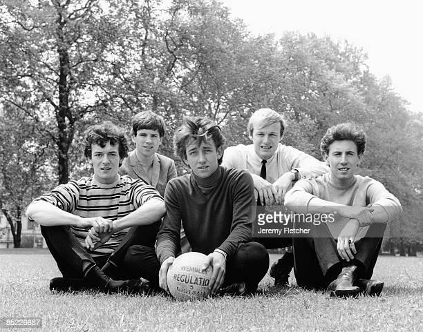 Photo of Tony HICKS and HOLLIES and Graham NASH and Eric HAYDOCK and Bobby ELLIOTT and Allan CLARKE L to R Allan Clarke Eric Haydock Tony Hicks Bobby...