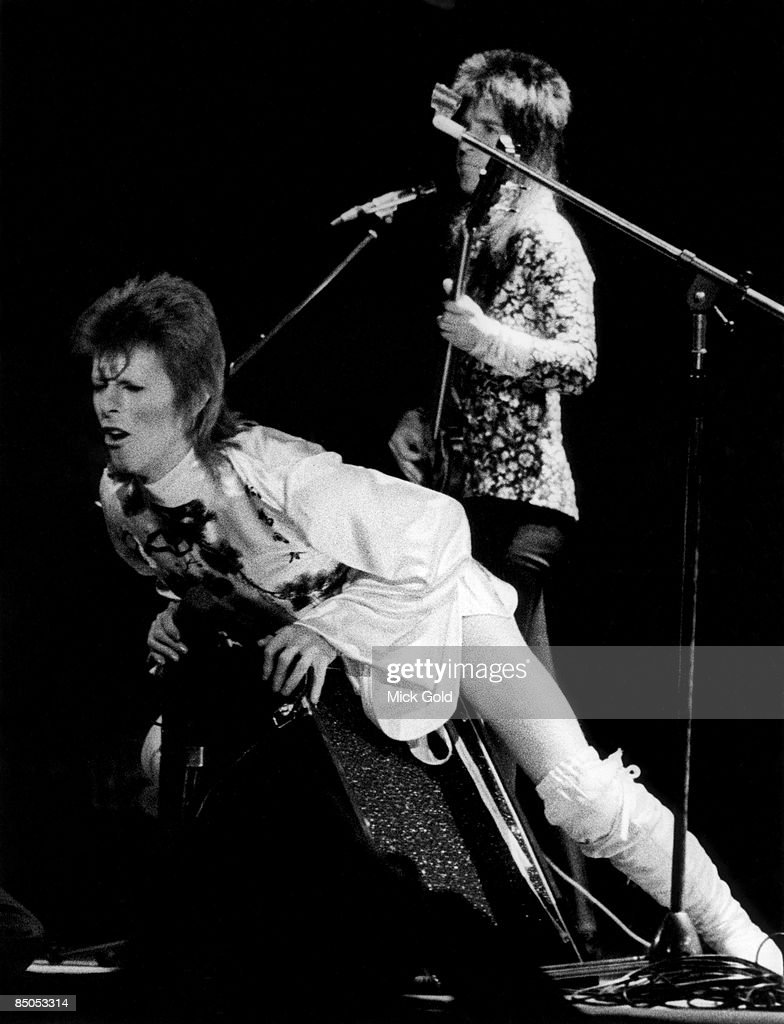 COURT Photo of Trevor BOLDER and David BOWIE, with bass player Trevor Bolder (Spiders From Mars), performing live onstage on Ziggy Stardust/Aladdin Sane tour