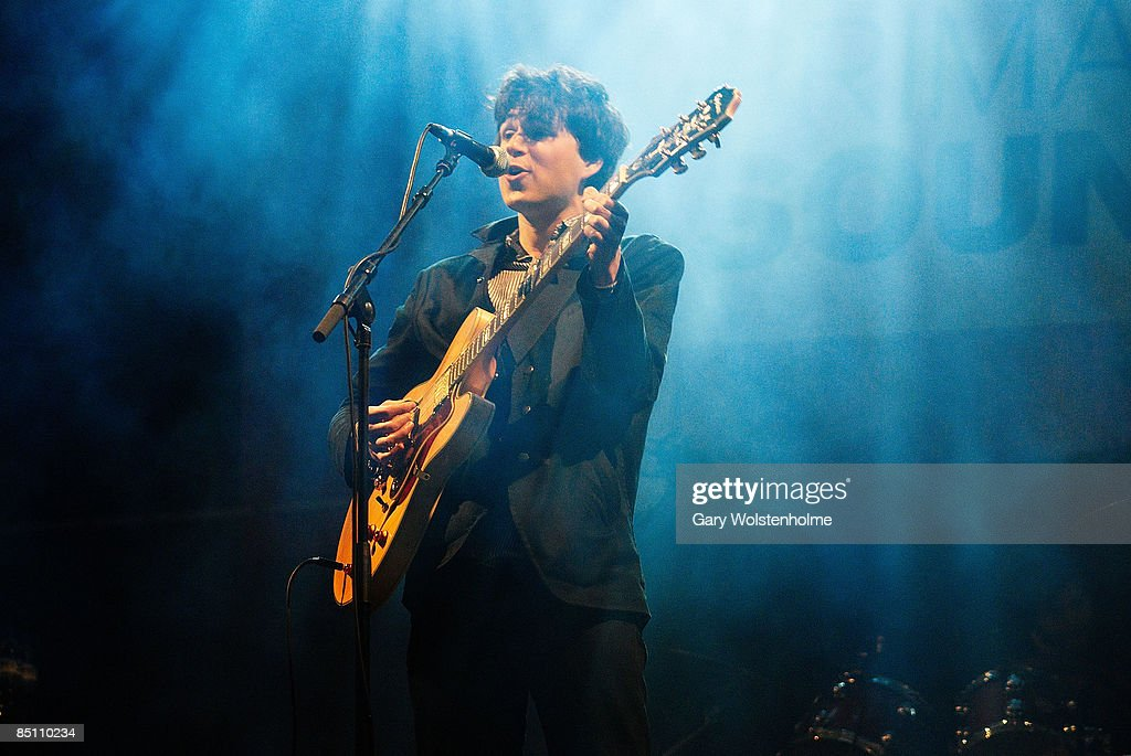 SOUND Photo of VAMPIRE WEEKEND and Ezra KOENIG, Ezra Koenig performing on stage