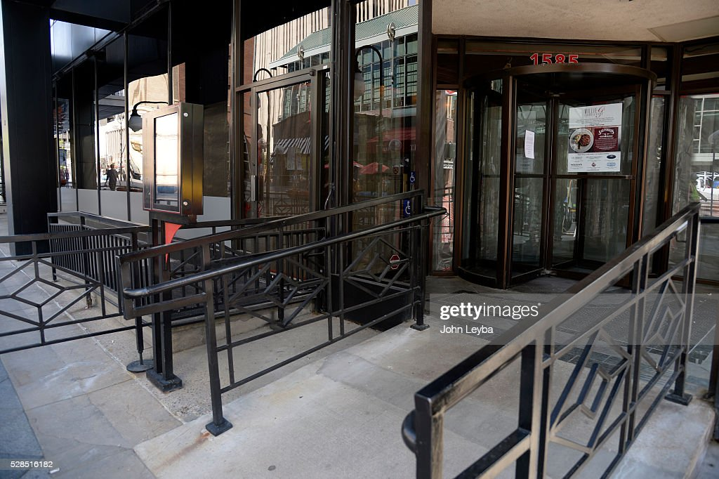 Photo of Willy G's on the 16th street mall at Lawrence St. May 5, 2016 has it's windows blacked out and closed up. The Restaurant closed its doors earlier in the week.