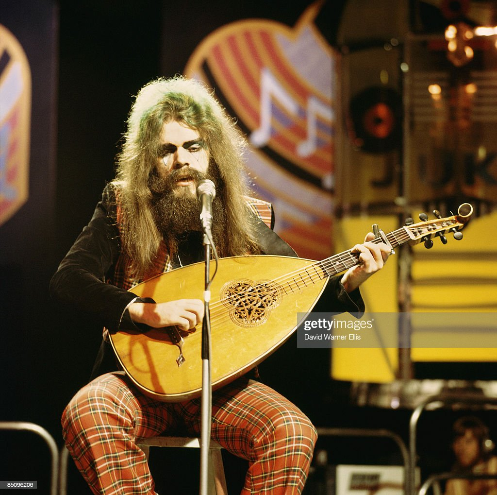 STUDIO Photo of WIZZARD and Roy WOOD, Roy Wood performing on stage