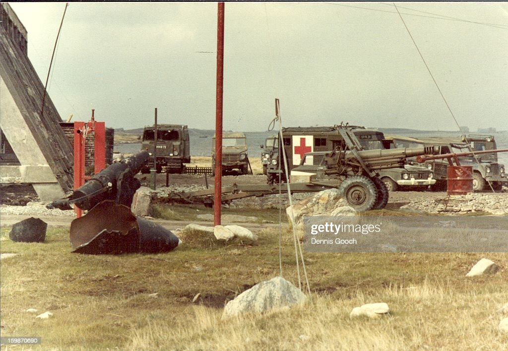 CONTENT] Photo possibly around Moody Brook ? November 1983 The gun in front of the Ambulance is an OTO Melara 105mm Pack Howitzer.