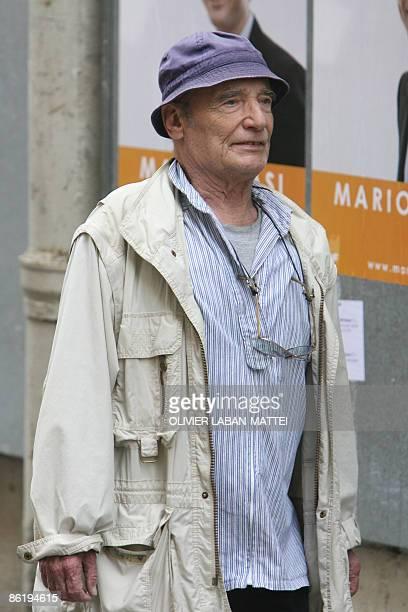 Photo prise le 04 juin 2007 à Paris de l'acteur Bernard Haller L'humoriste et comédien suisse Bernard Haller est décédé le 24 avril 2008 à Genève à...