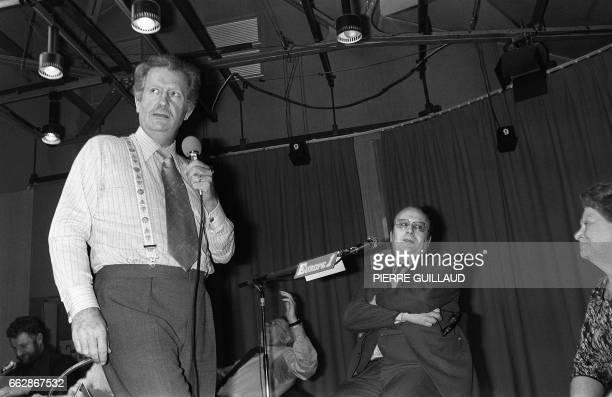 Photo prise le 05 février 1979 à Paris du producteuranimateur Pierre Bellemare lors d'une emission de son jeu radiophonique d'Europe 1 AFP PHOTO...