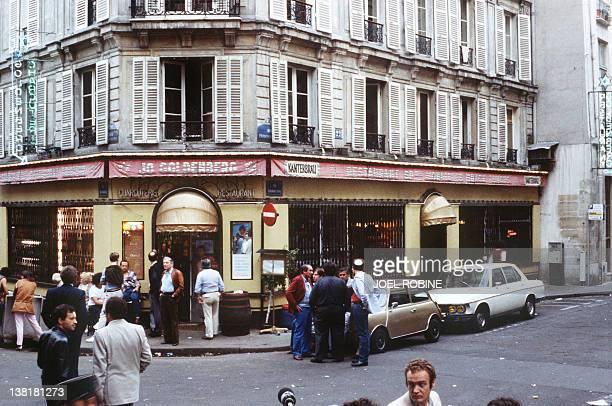 Photo prise le 11 août 1982 dans le quartier du Marais à Paris de la façade du restauranttraiteur JoGoldenberg après l'attentat qui a fait 06 morts...