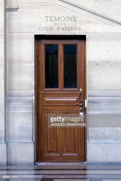 Photo prise le 17 octobre 2011 au Palais de justice de Paris de l'entrée de la cour d'assises pour les témoins AFP PHOTO JACQUES DEMARTHON / AFP...