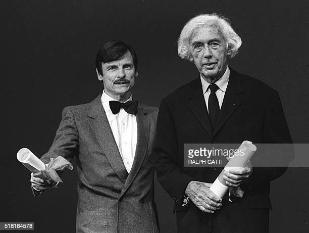 Photo prise le 19 mai 1983 à Cannes du cinéaste français Robert Bresson accompagné du Russe Andrei Tarkovsky qui se partagent le Grand Prix du cinéma...