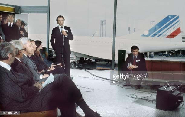 Photo prise le 21 janvier 1976 à Paris du journaliste Yves Mourousi lors du premier vol commercial 'Air France' du Concorde Yves Mourousi 55 ans...