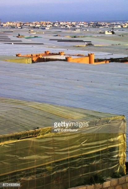 photo prise le 24 janvier 2001 dans la zone de Puebla de Vicar près d'Almeria de serres en plastique où sont cultivés des fruits et des légumes selon...