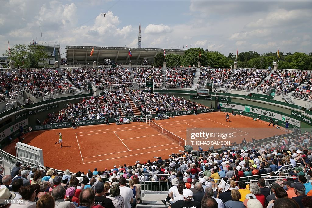 A photo shows a general view of Court 1 during the men's third round match between Spain's Fernando Verdasco and Japan's Kei Nishikori at the Roland Garros 2016 French Tennis Open in Paris on May 27, 2016. / AFP / Thomas SAMSON