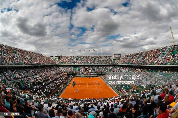 TOPSHOT A photo shows an overall view of the Philippe Chatrier court during the tennis match between Britain's Andy Murray and Russia's Andrey...