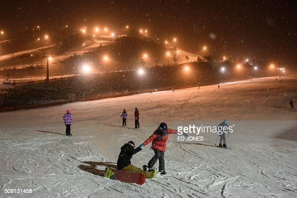 A photo taken February 6 2016 shows a general view of skiers on the slopes at the Alpensia ski resort in Pyeongchang AFP PHOTO / Ed Jones / AFP / ED...