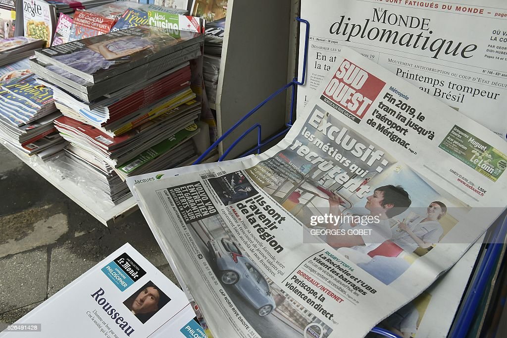 A photo taken in Bordeaux on April 30, 2016 shows copies of the French daily newspaper Sud Ouest with its new design. / AFP / GEORGES