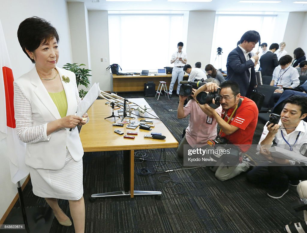 Photo taken in Tokyo on June 29, 2016, shows former Defense Minister Yuriko Koike (L) leaving a press conference after saying that she plans to run in the July 31 Tokyo gubernational election to succeed Yoichi Masuzoe, who resigned amid a political funds scandal.