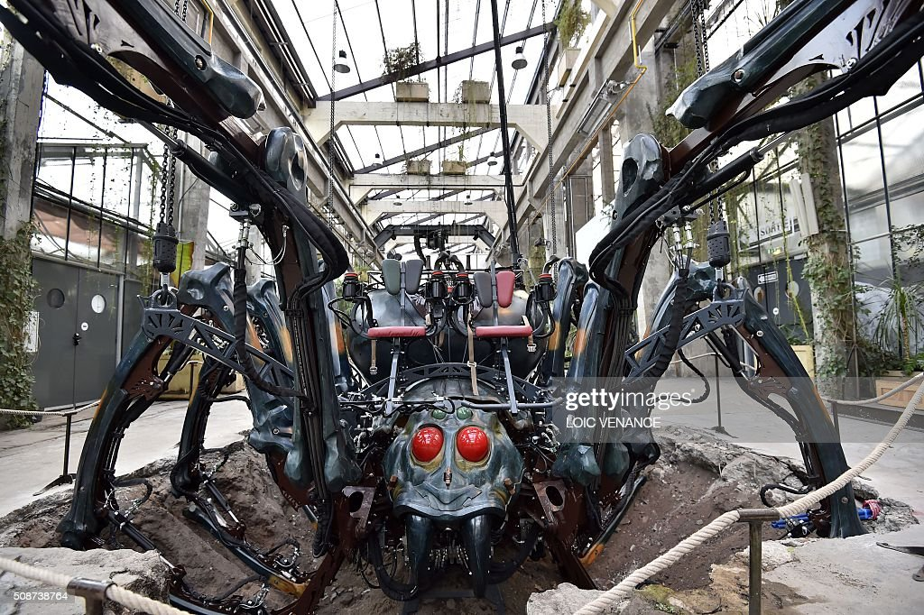 A photo taken on February 6, 2016 shows a mechanical spider made of wood and steel as it is presented to the public for the first time at 'Les Machines de L'Ile' ('Machines of the Isle of Nantes') in Nantes, western France. / AFP / LOIC VENANCE