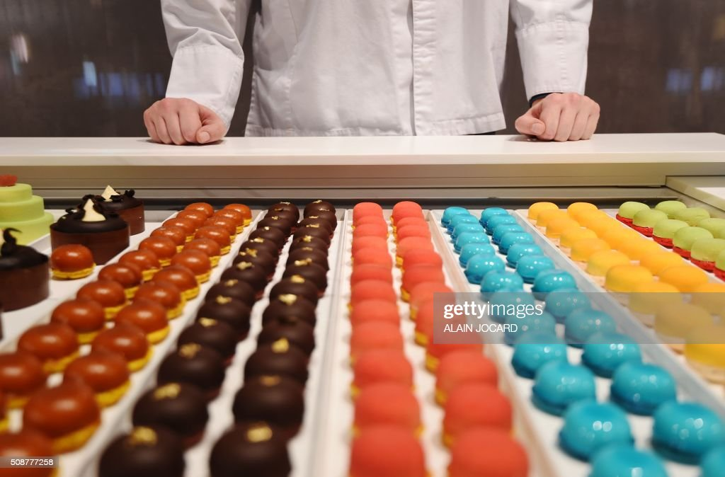 A photo taken on February 6, 2016 shows pastry on the 'Acide Macaron' stand during the 'Europain' fair, on February 6, 2016, in Villepinte near Paris. / AFP / ALAIN JOCARD