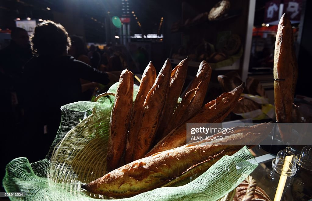 A photo taken on February 7, 2016 shows baguettes on display during the 'Europain' fair in Villepinte near Paris. / AFP / ALAIN JOCARD