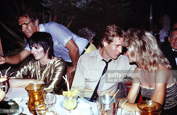 A photo taken on July 22 1982 in monaco shows US actresses Liza Minelli Farrah Fawcett and her husband Ryan O'Neal AFP PHOTO RALPH GATTI