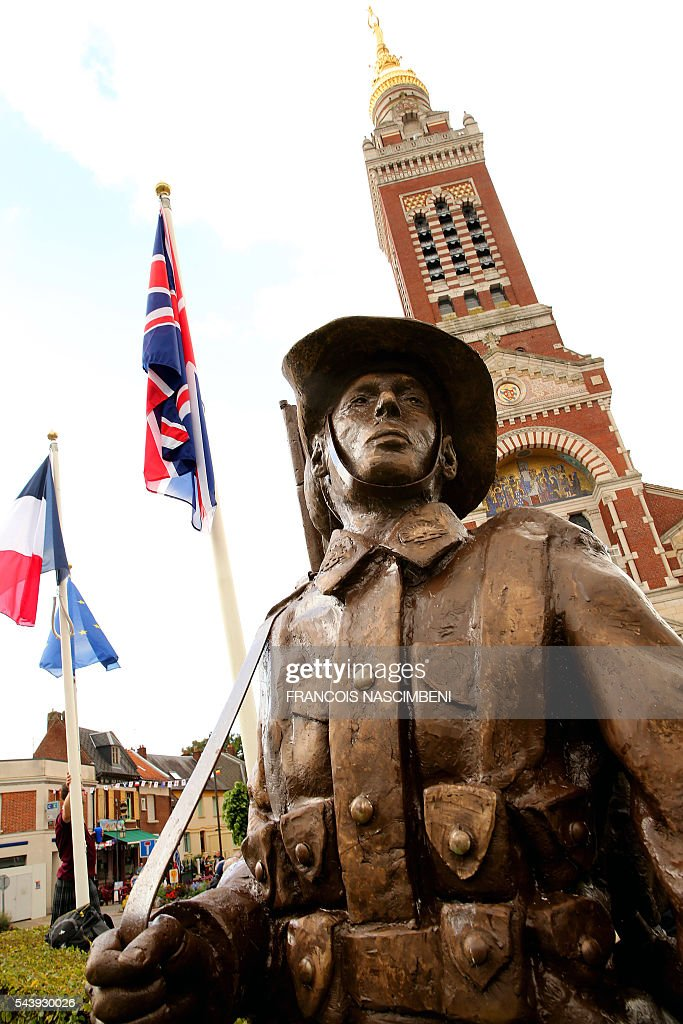 A photo taken on June 30, 2016 shows a statue of an Australian WWI soldier in front of the Basilic of Albert, northern France, during a ceremony to commemorate the centenary of the battle of the Somme, one of the deadliest of the World War I (1.2 million killed, missing and wounded in five months). / AFP / FRANCOIS