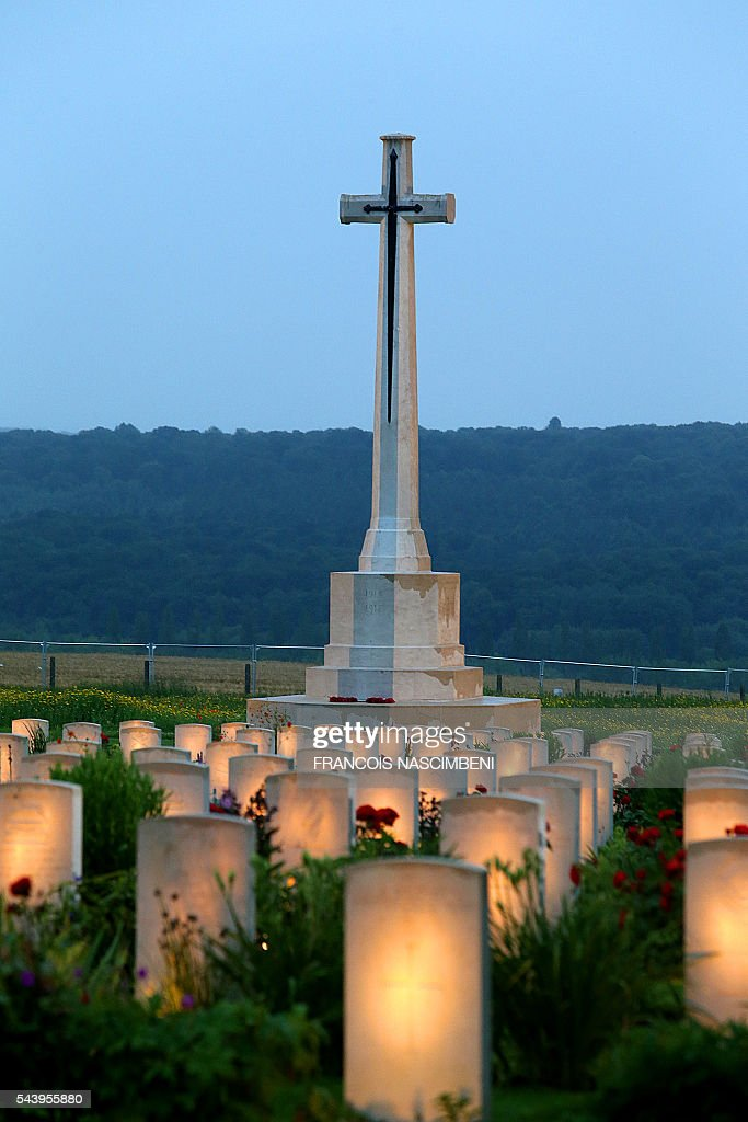 A photo taken on June 30, 2016 shows lighted WWI British soldiers graves during a ceremony to commemorate the centenary of the battle of the Somme, one of the deadliest of the World War I (1.2 million killed, missing and wounded in five months)at the memorial of Thiepval, northern France. / AFP / FRANCOIS