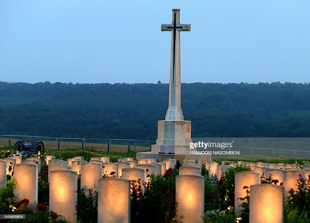 A photo taken on June 30, 2016 shows lighted WWI British soldiers graves during a ceremony to commemorate the centenary of the battle of the Somme, one of the deadliest of the World War I (1.2 million killed, missing and wounded in five months) at the memorial of Thiepval, northern France. / AFP / FRANCOIS