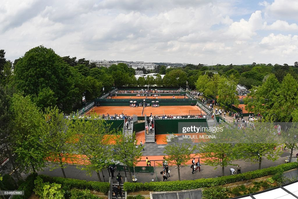 A photo taken on May 27, 2016 shows a view of the courts at the Roland Garros 2016 French Tennis Open in Paris . / AFP / MIGUEL