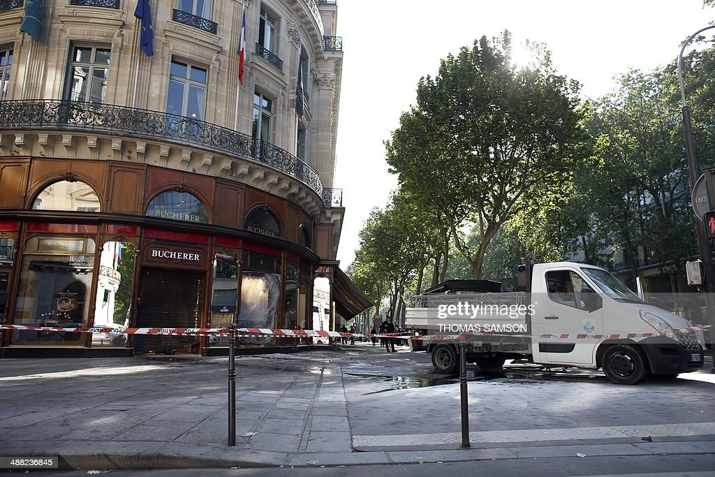 A photo taken on May 5, 2014 shows the jewellery store which was attacked by unidentified men with a motorized battering ram (R) in Paris' Opera district.