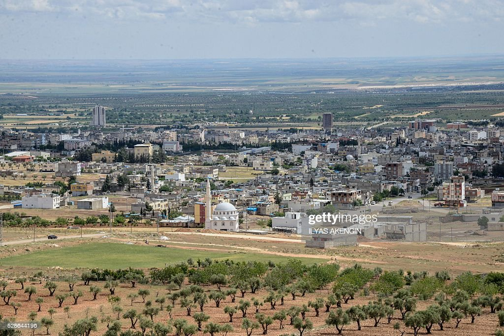 A photo taken on May 6, 2016 shows a general view of Kilis. One person was killed and seven more wounded on May 5, 2016 when rockets fired from Syria slammed into the Turkish border region of Kilis, which has been regularly targeted by jihadists this year, the Dogan news agency said. / AFP / ILYAS