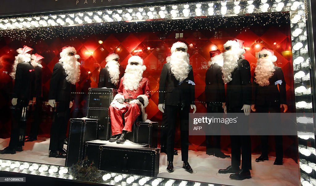 A photo taken on November 21, 2013 shows a Christmas window of a department store in Paris. AFP PHOTO/ Marion Ruszniewski